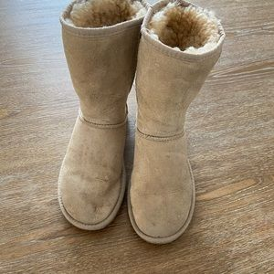 📎Ugg boots size w5